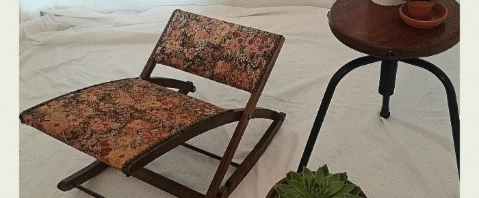 Vintage flower print – footstool and beautycase